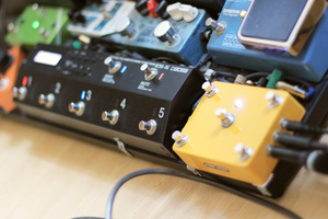Boss ES-5 loop switcher in pedal board context